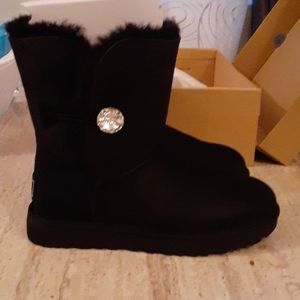 UGG SIZE 9 black bailey crystal boots